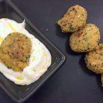 Polpette vegetariane o con carne e salsa allo yogurt in mezz'ora