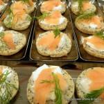 biscotti-ai-semi-di-papavero-con-salmone-affumicato-e-panna-acida_23588625325_o
