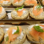 biscotti-ai-semi-di-papavero-con-salmone-affumicato-e-panna-acida_23588633455_o